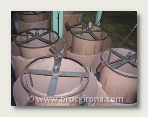 Bobinas de hilo galvanizado utilizadas para tejer el seto con la mayor sujeción